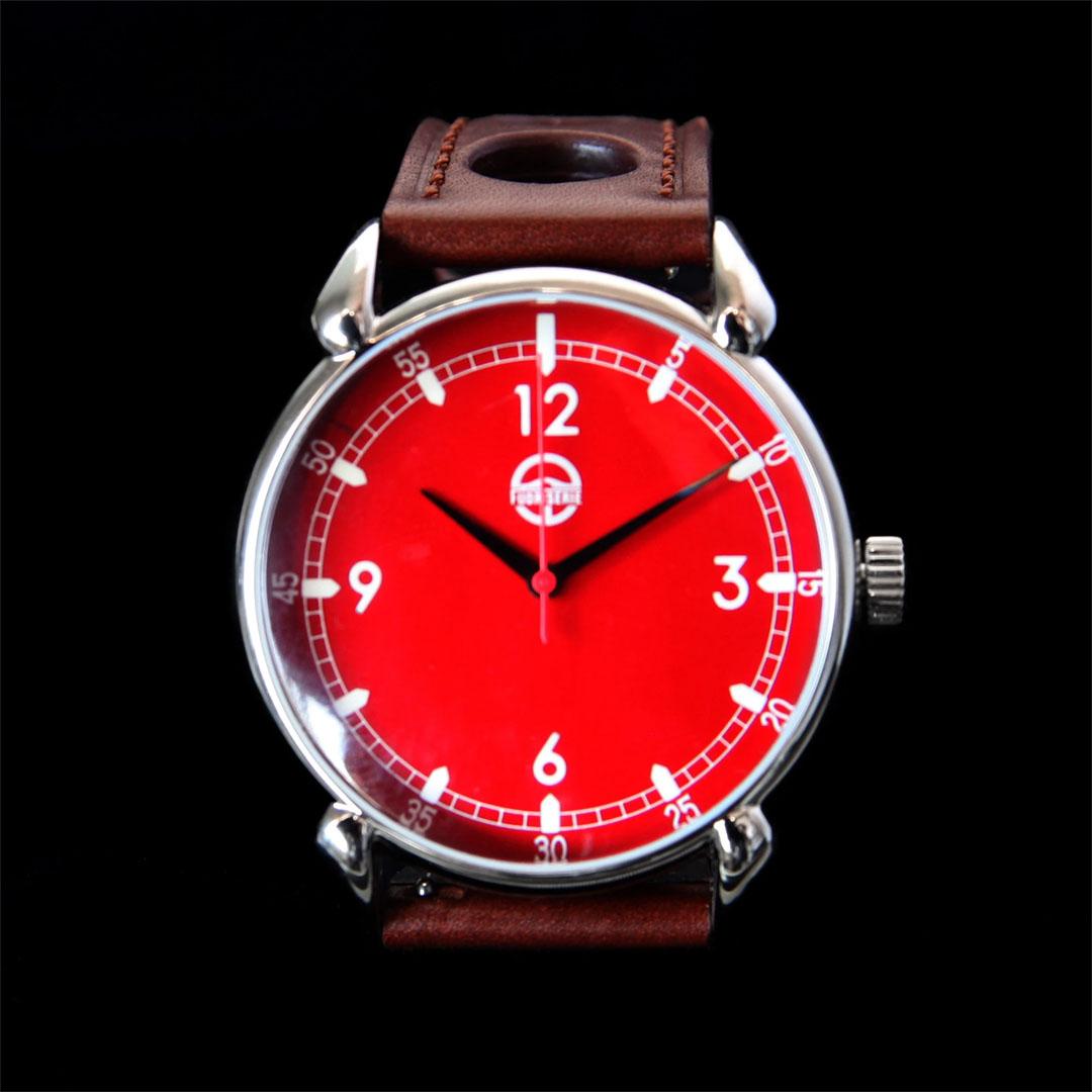 """Лимитирана серија часовници направена од """"спасени автомобили"""""""